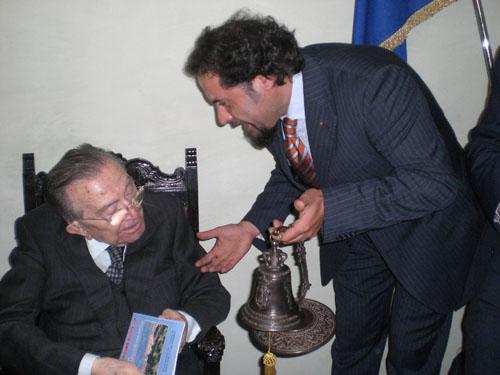 Campana donata ad Andreotti da Marinelli