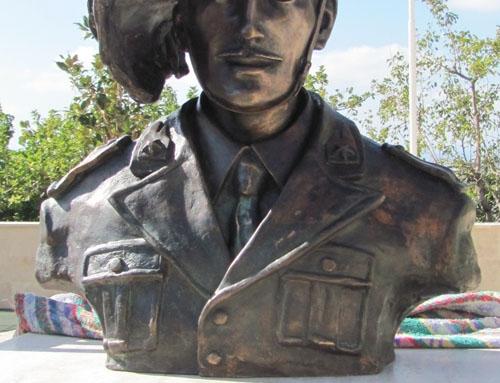 Il monumento al Bersagliere Di Lena a Petacciato.